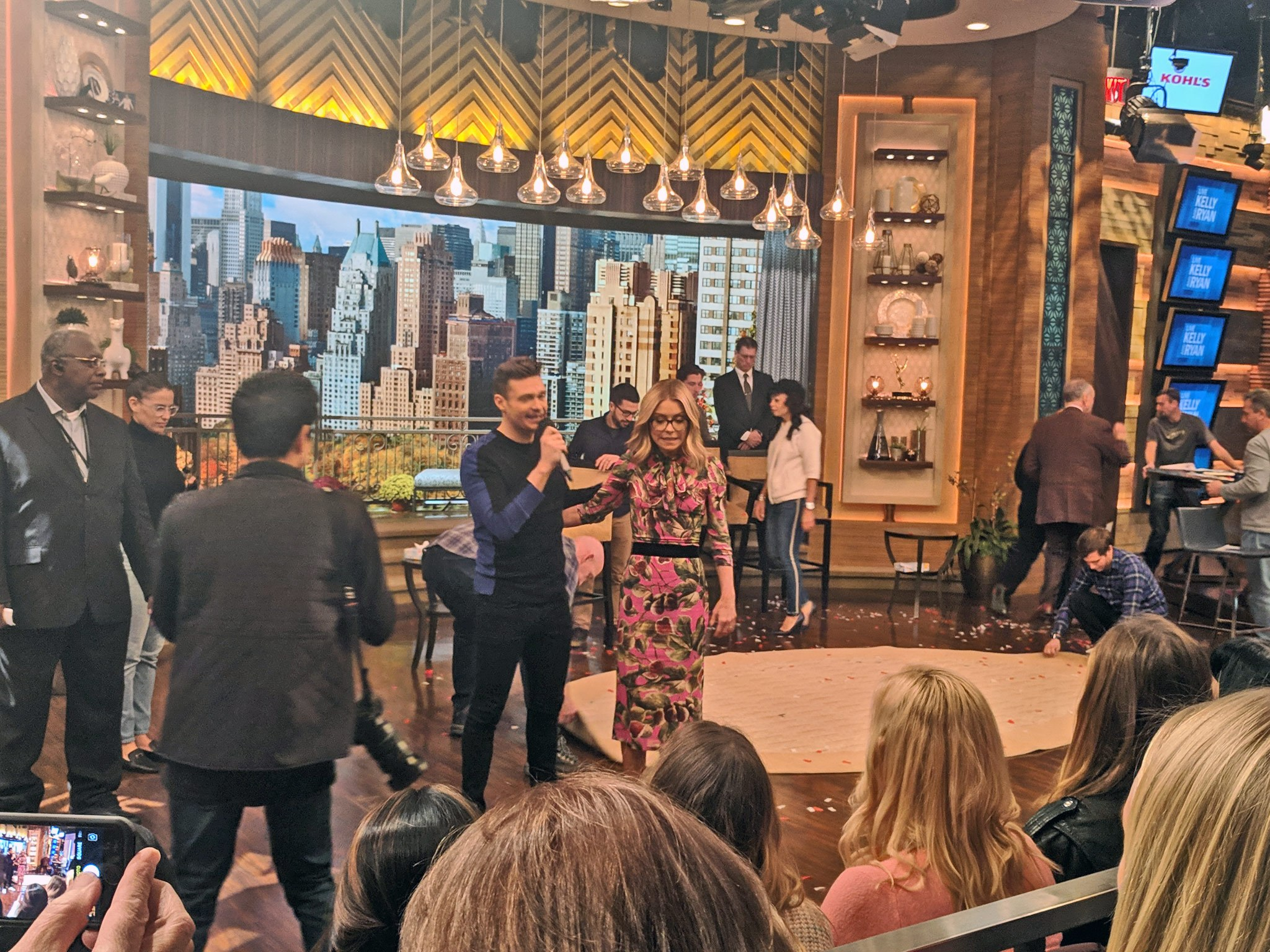 Kelly Ripa and Ryan Seacrest on the set of Live with Kelly and Ryan