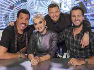 American Idol judges Lionel Richie, Katie Perry, and Luke Bryan pose with host Ryan Seacrest